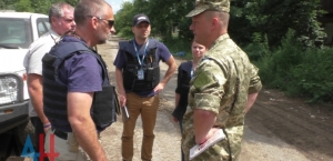 The representative of the Kiev STSKK and OSCE observers on the withdrawal of DPR equipment
