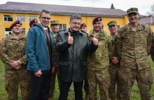 Geoffrey Pyatt (2nd left), Petro Poroshenko at Yavoriv