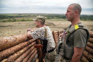Ukie troops near Popasna, Donetsk Oblast, Aug 18, 2015 (--AFP/ Oleksandr Ratushniak)