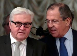 Frank-Walter Steinmeier, Sergey Lavrov (--AP/Ivan Sekretarev)