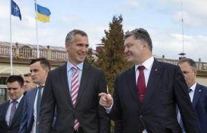 Jens Stoltenberg, Petro Poroshenko, (Pavlo Klimkin far left) (--Mikhail Palinchak/UA Pres Press/TASS)
