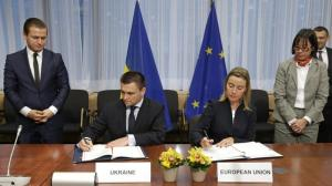 Pavlo Klimkin (2nd from left) (--theparliamentmagazine.eu)