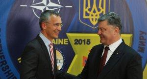 NATO Sec. Gen. Jens Stoltenberg, Petro Poroshenko (--Sputnik)