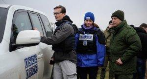 OSCE with Edward Basurin, Kominternovo (--Sputnik/Sergey Averin)