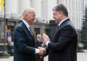 Joe Bidenj, Petro Porkoshenko (--Reuters/Valentyn Ogirenko