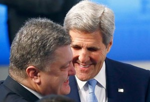 Petro Poroshenko, John Kerry (--rushincrash.com)