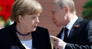 Merkel, Putin (--Reuters/Maxim Shemetov)